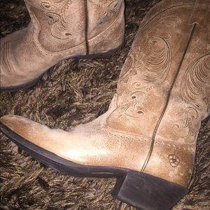 Ladies Ariat boots excellent condition size 7